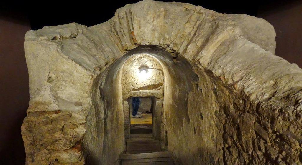 Римска гробница в град Хисар